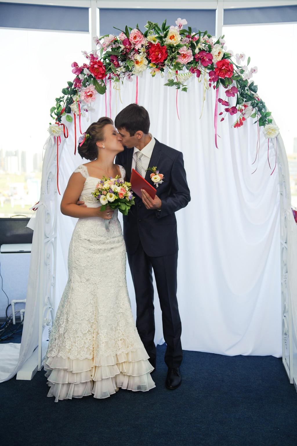Оформление выездной регистрации брака в отеле Валери